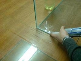 Применение герметика для аквариума